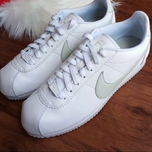 Nike classic Cortes flyleather shoes white Women's
